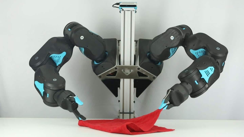 blue-the-robot-folding-towel